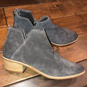 Women's size 8 suede dolce vita ankle boots